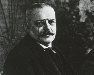 Dr. Alois Alzheimer first describes